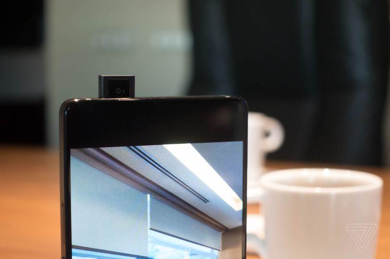 Affascinati dalla fotocamera a scomparsa di Vivo Apex? Qualcun altro ci aveva pensato molto prima (foto)