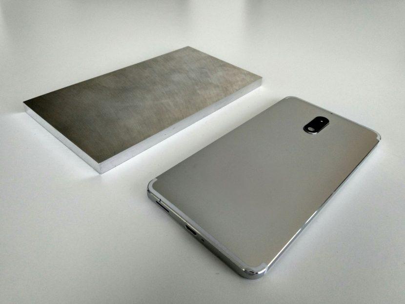 Nokia mostra i prototipi di alcuni dei modelli più recenti… più un blocco di alluminio (foto)