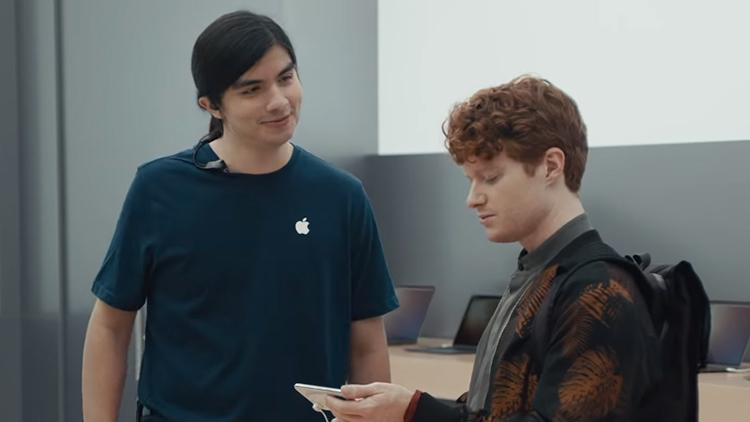 """Samsung torna con la campagna """"Ingenius"""": ironia sulla tacca di iPhone X e altro ancora [Video]"""