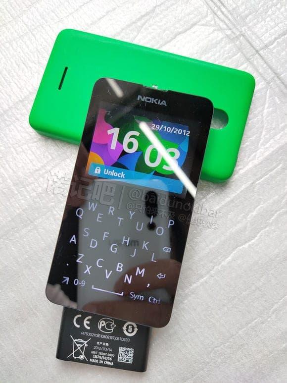 Un feature phone con tastiera QWERTY? Sì, è di Nokia ma non vedrà mai la luce (foto)