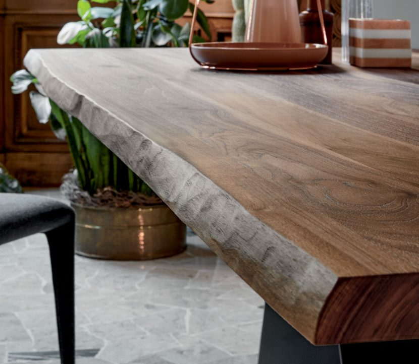 Wood kitchen table – a great choice for your kitchen area