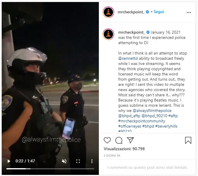 Polizia di Beverly Hills con la musica in riproduzione